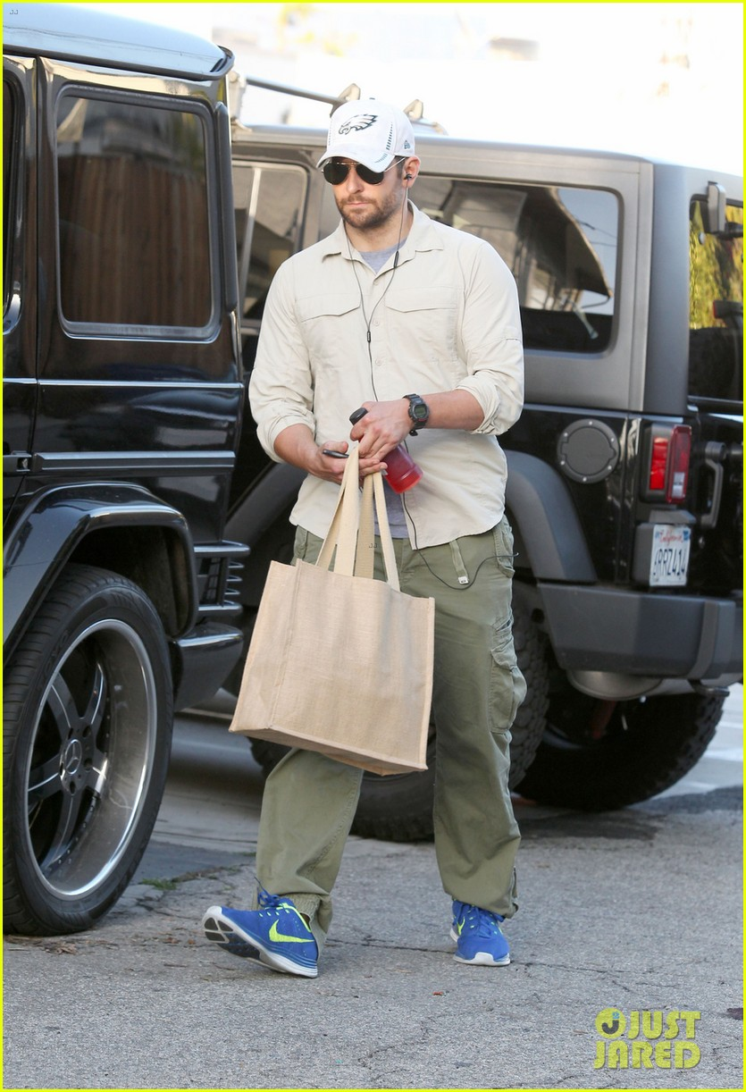 bradley cooper runs some errands before oscars weekend 023061980