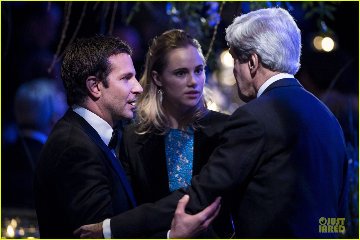 bradley cooper suki waterhouse hold hands at white house dinner 04