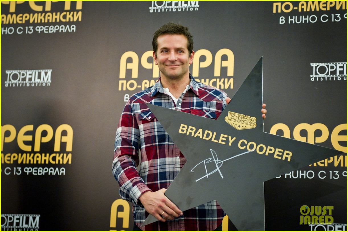bradley cooper receives star while promoting american hustle in moscow 07