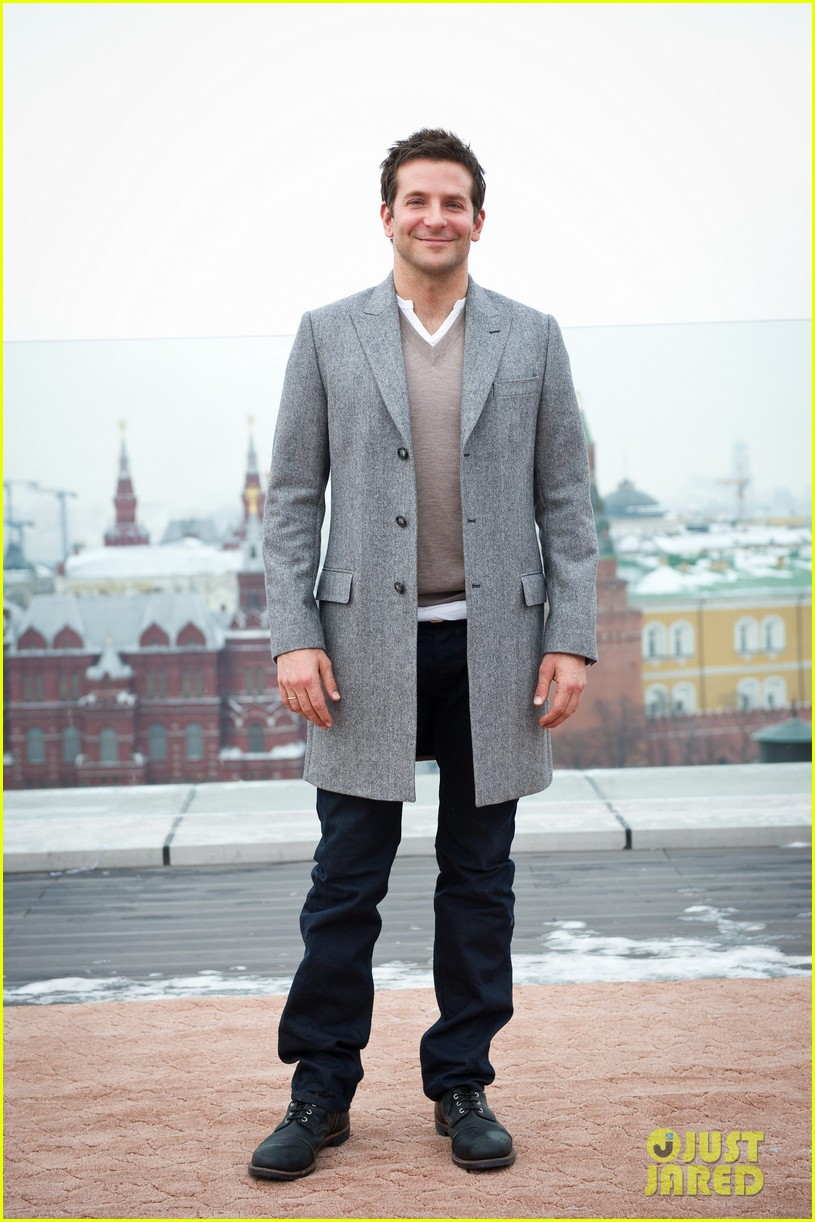 bradley cooper receives star while promoting american hustle in moscow 10