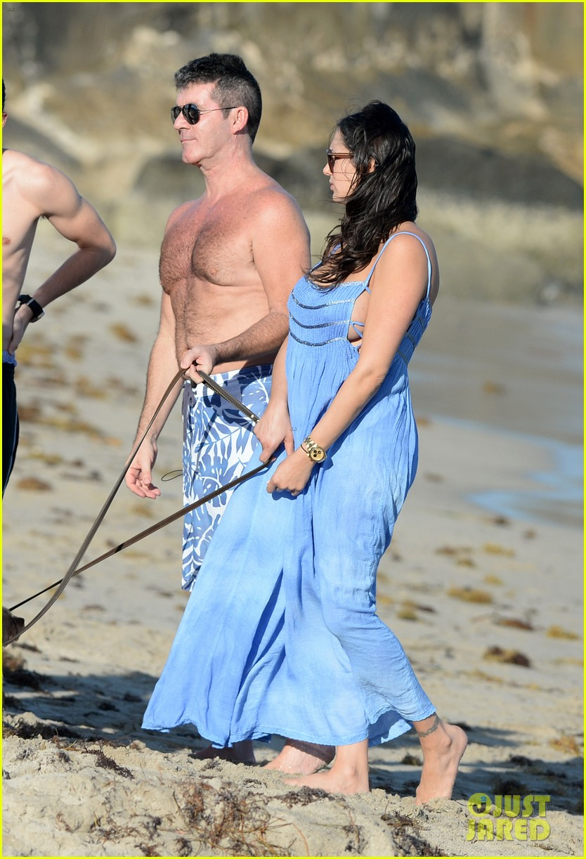shirtless simon cowell and lauren silverman post baby beachside stroll 04