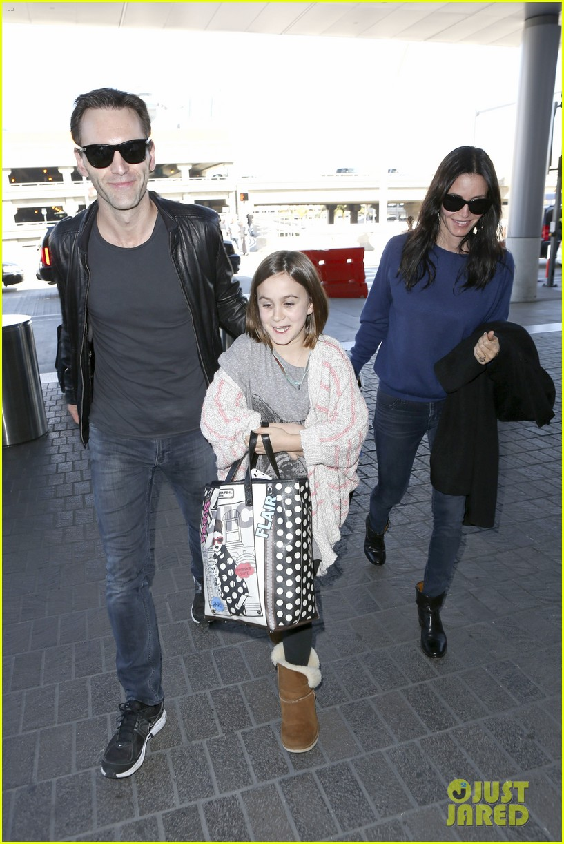 courteney cox boyfriend johnny mcdaid valentines day flight with coco 10