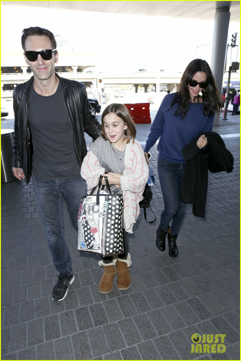 courteney cox boyfriend johnny mcdaid valentines day flight with coco 173054263