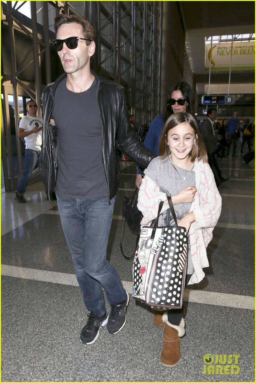 courteney cox boyfriend johnny mcdaid valentines day flight with coco 19