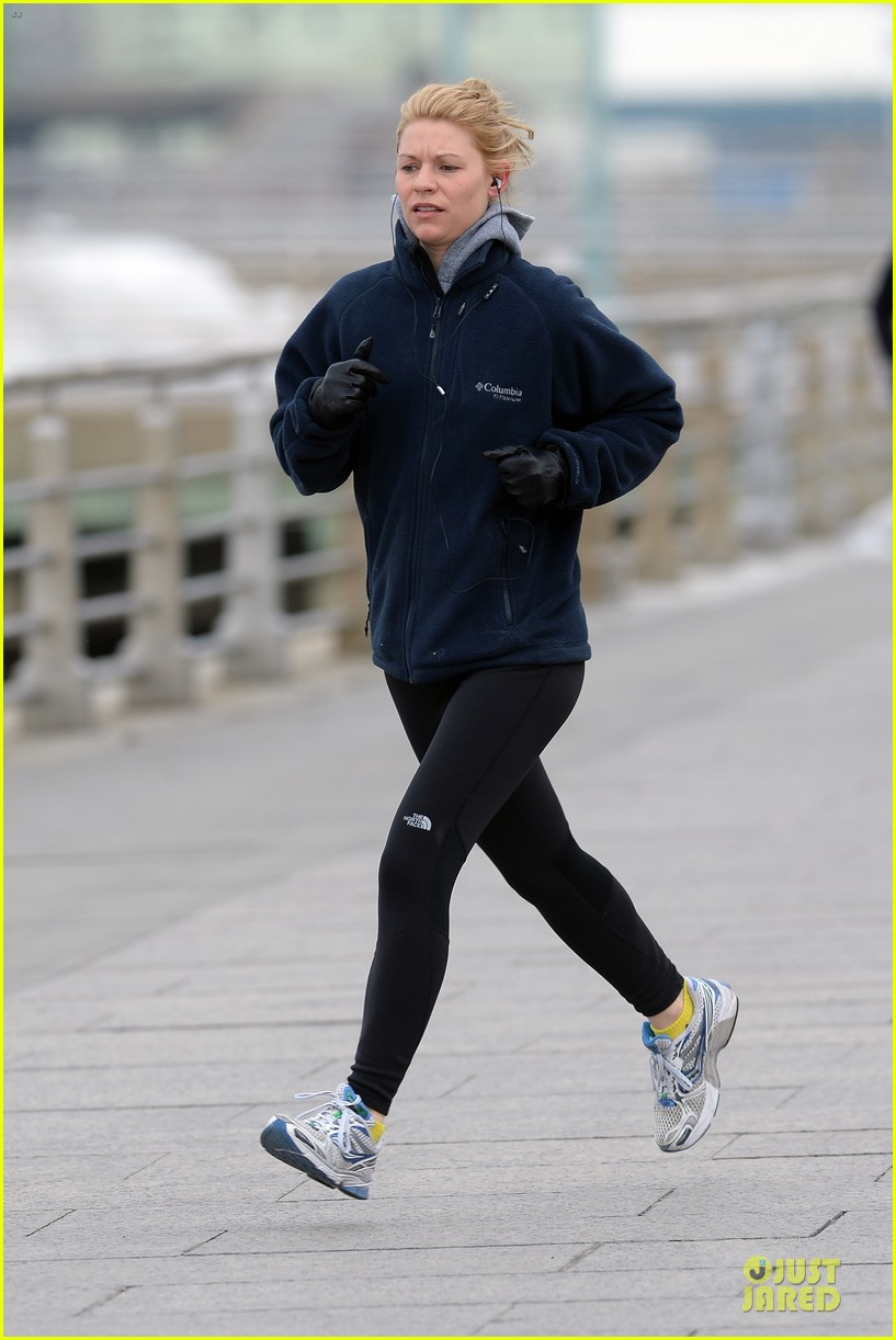 claire danes jogs the hudson river with music 133060625