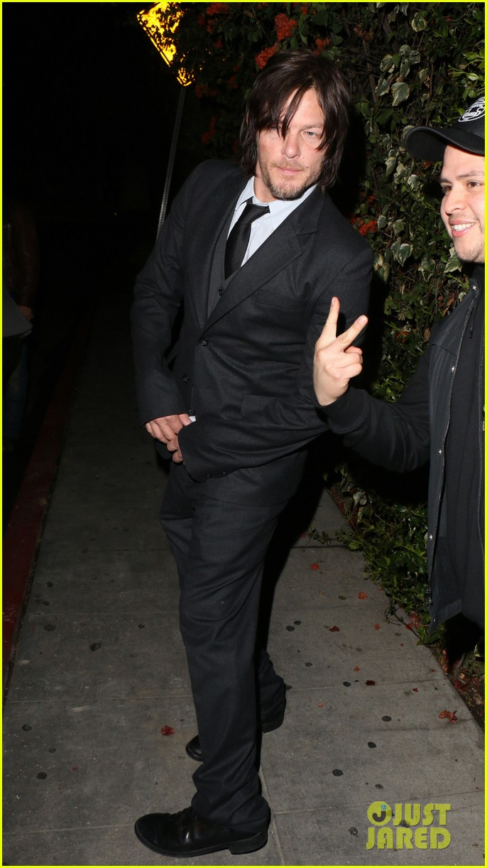 norman reedus steps out with castmates before walking dead premiere 013050106