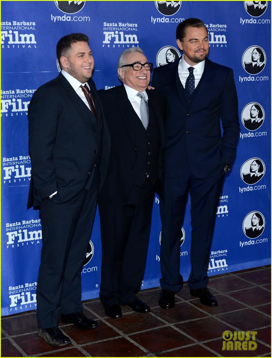 leonardo dicaprio suits up to receive cinema vanguard award 01