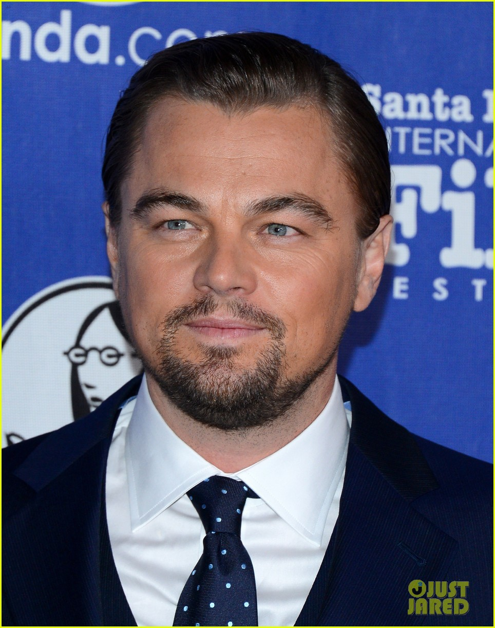leonardo dicaprio suits up to receive cinema vanguard award 04