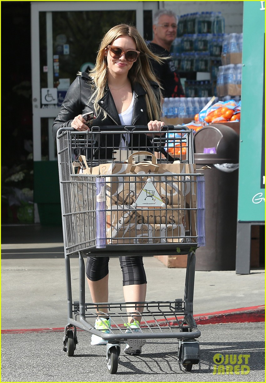 hilary duff beverly hills shopper with son luca 03