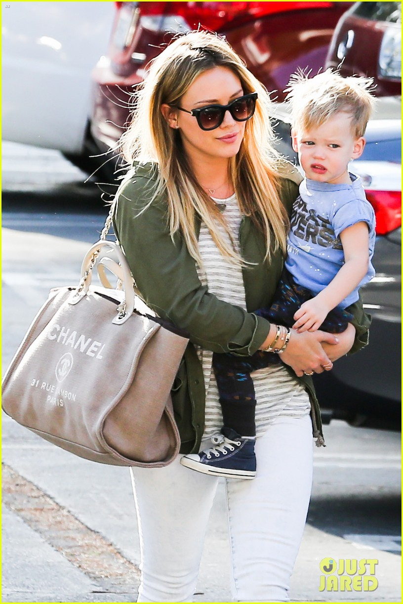 hilary duff beverly hills shopper with son luca 063057883