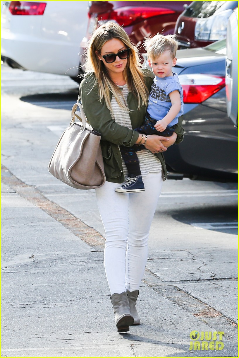 hilary duff beverly hills shopper with son luca 07