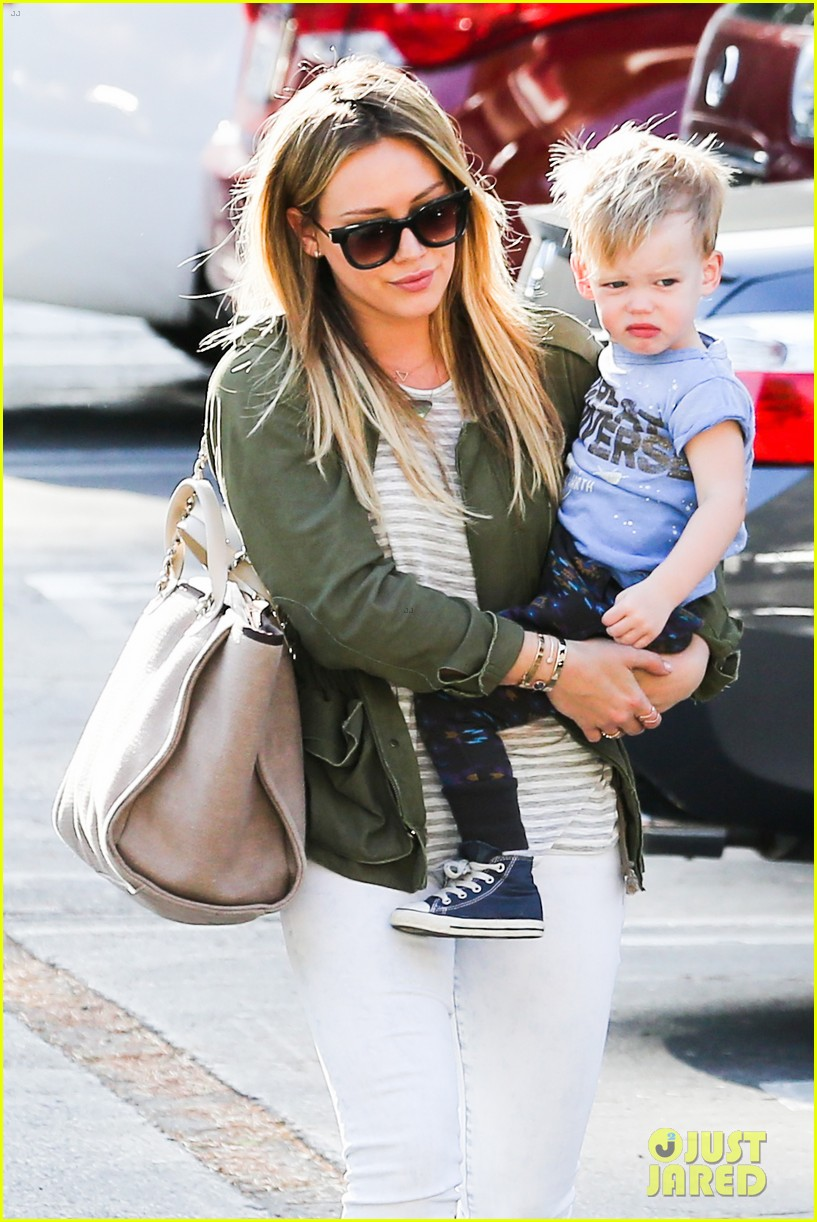 hilary duff beverly hills shopper with son luca 10