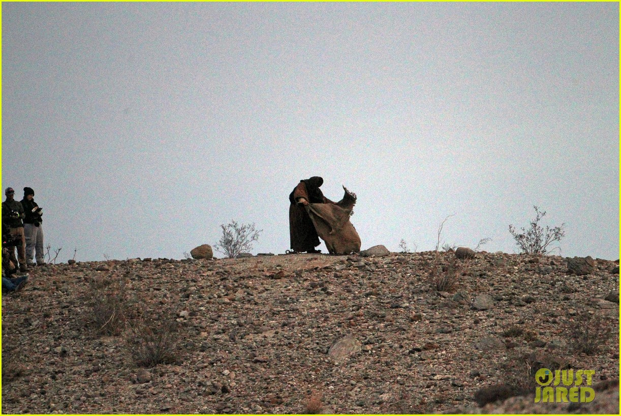 ewan mcgregor last days in the desert first on set pics 023049072