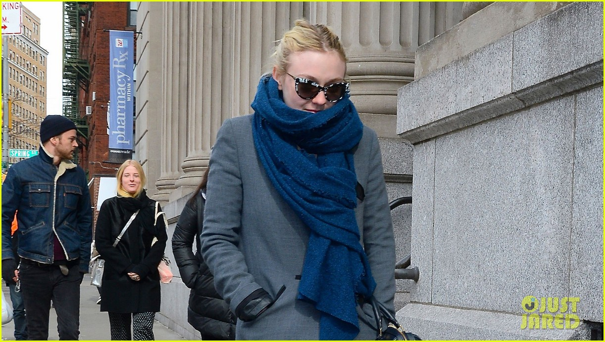 dakota fanning gets new co star zoe kravitz joins gerardo naranjo movie 033050531