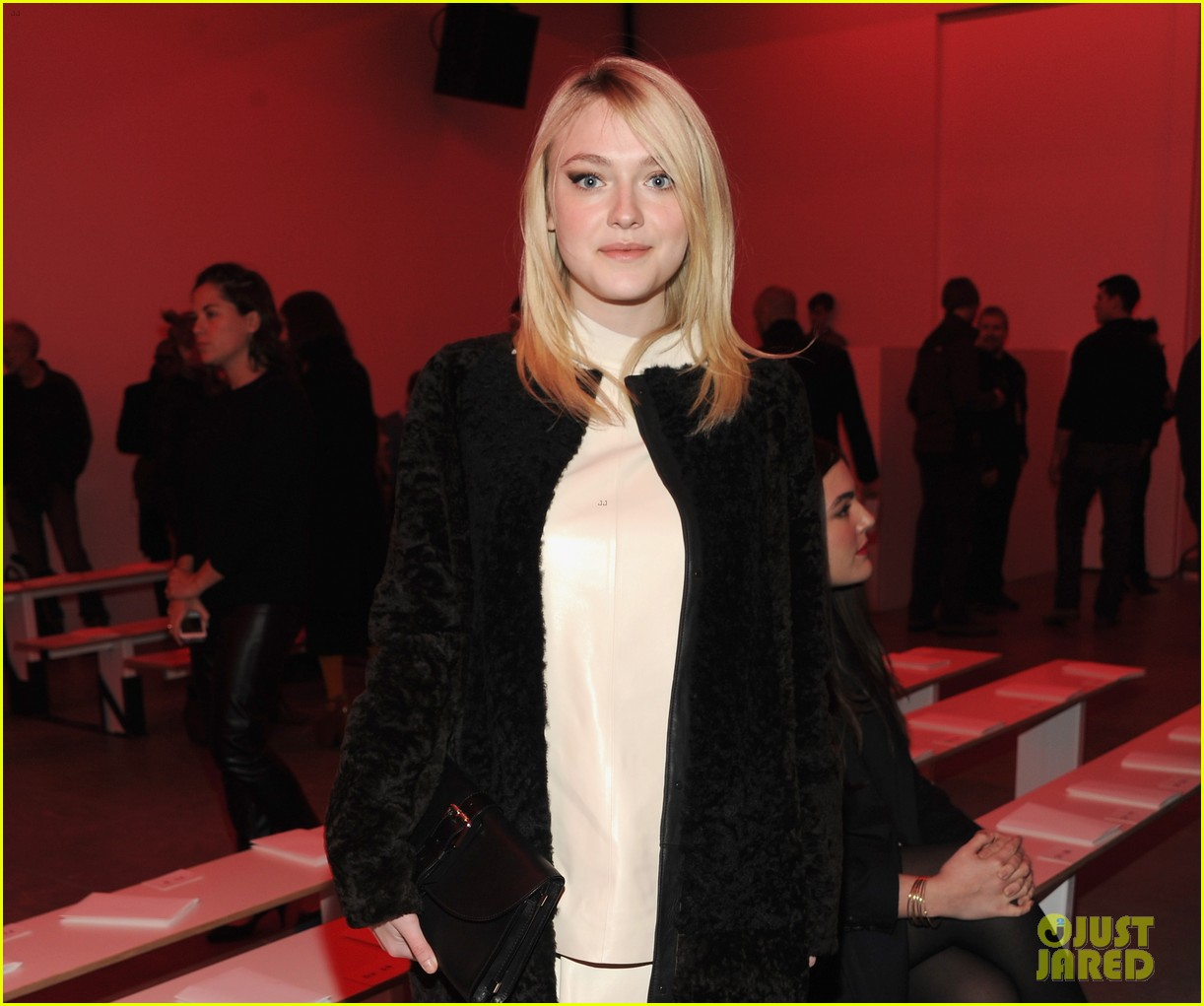 dakota fanning covers up at proenza schouler fashion show 08