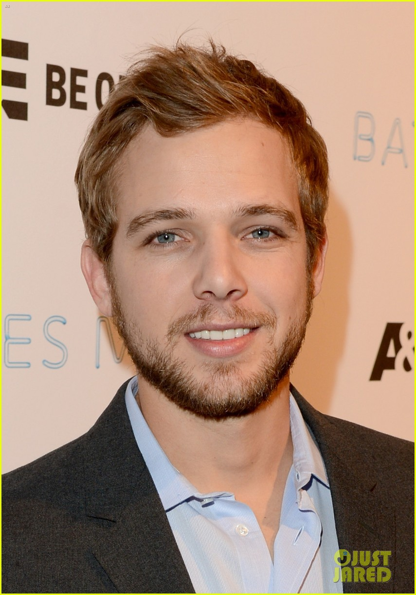 vera farmiga max thieriot celebrate bates motel season 2 09