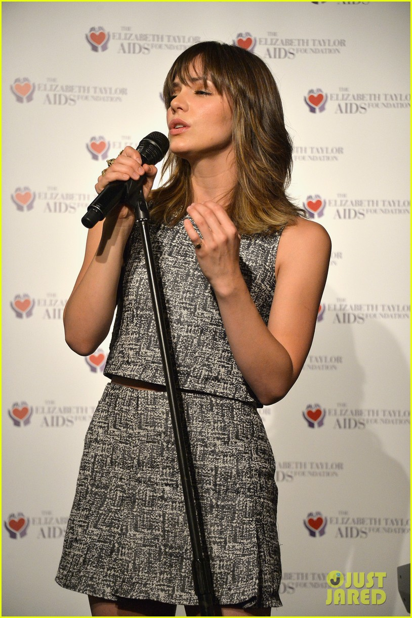 katharine mcphee colin farrell elizabeth taylor aids foundation art auction 02