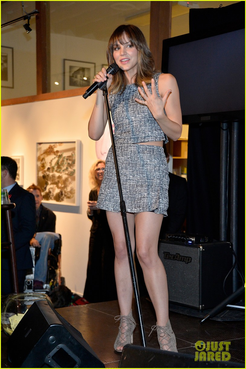 katharine mcphee colin farrell elizabeth taylor aids foundation art auction 033062294