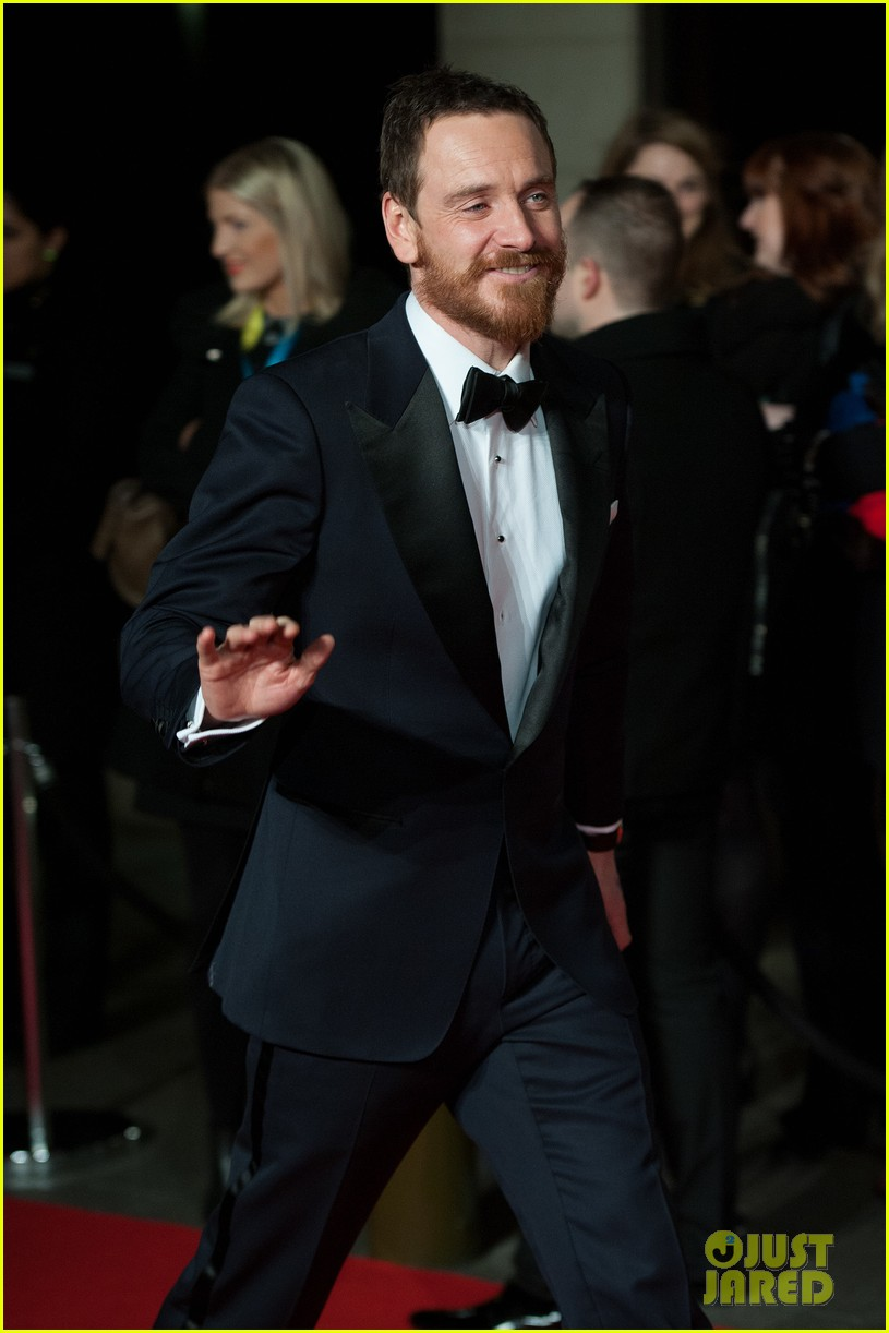 michael fassbender luke evans make us swoon at baftas 2014 033054692