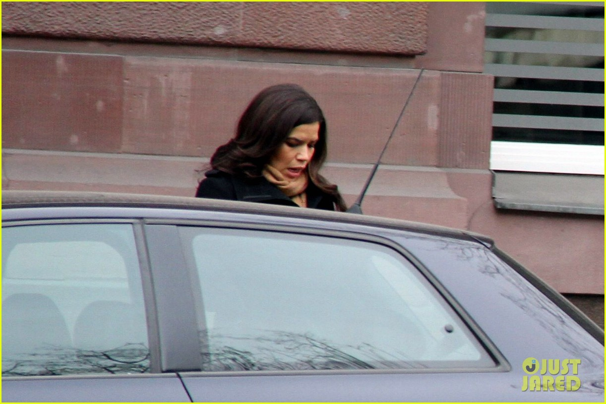 america ferrera goes sightseeing in berlin with her husband 07