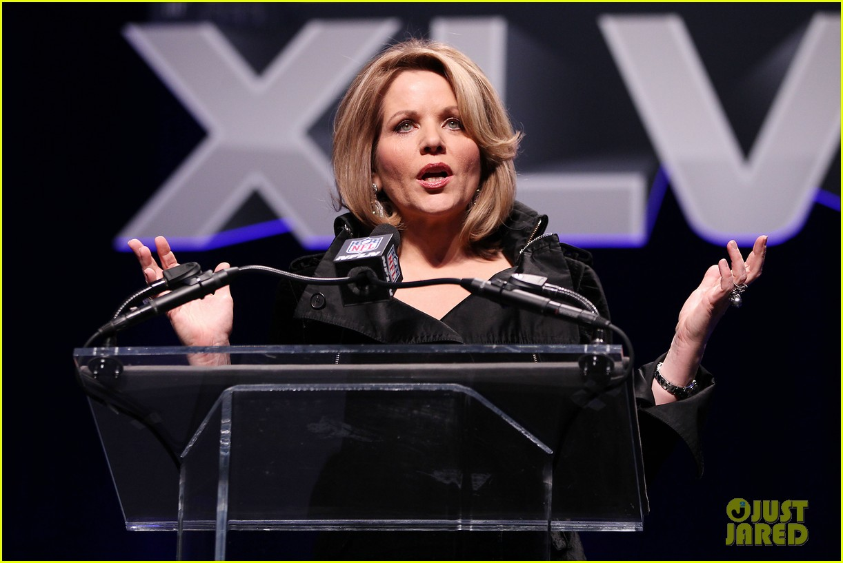 who is renee fleming meet super bowls national anthem singer 02