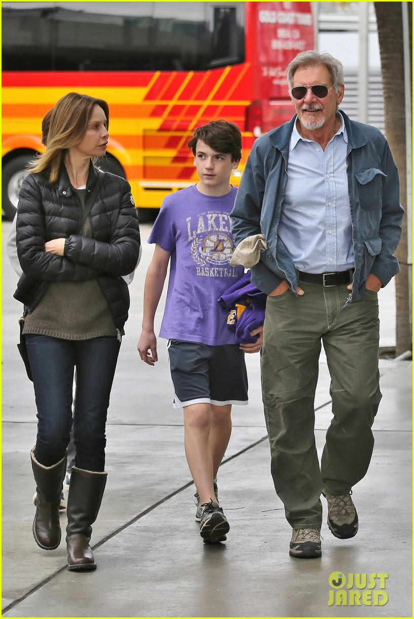 harrison ford calista flockhart lakers game with son liam 07