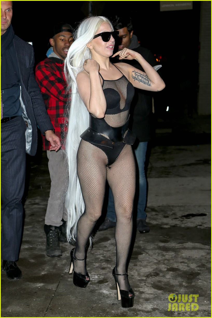 lady gaga wears almost nothing in freezing new york weather 13