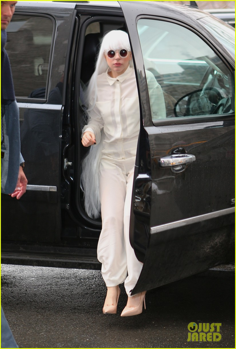 lady gaga so excited to perform on tonight show this evening 12