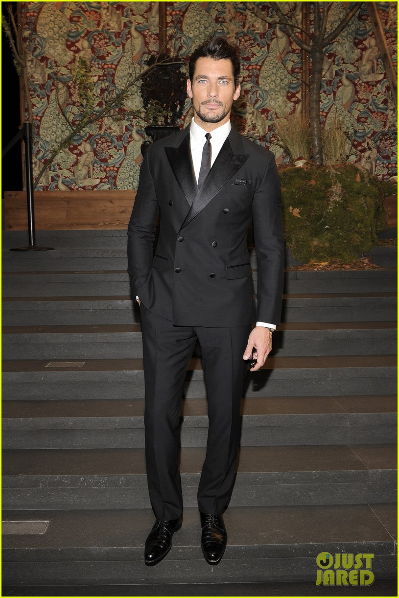 monica bellucci david gandy dolcegabbana fashion show 053059822