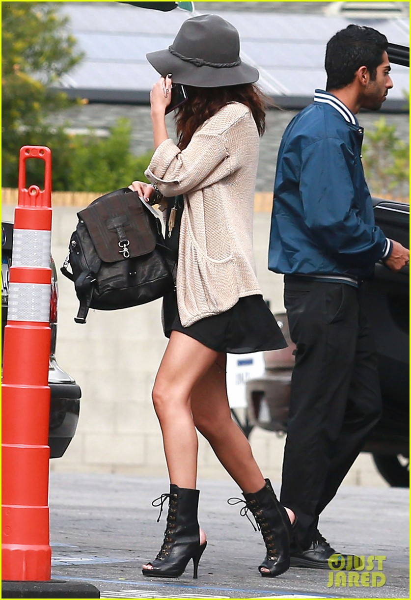 selena gomez is all smiles after leaving casting call 05