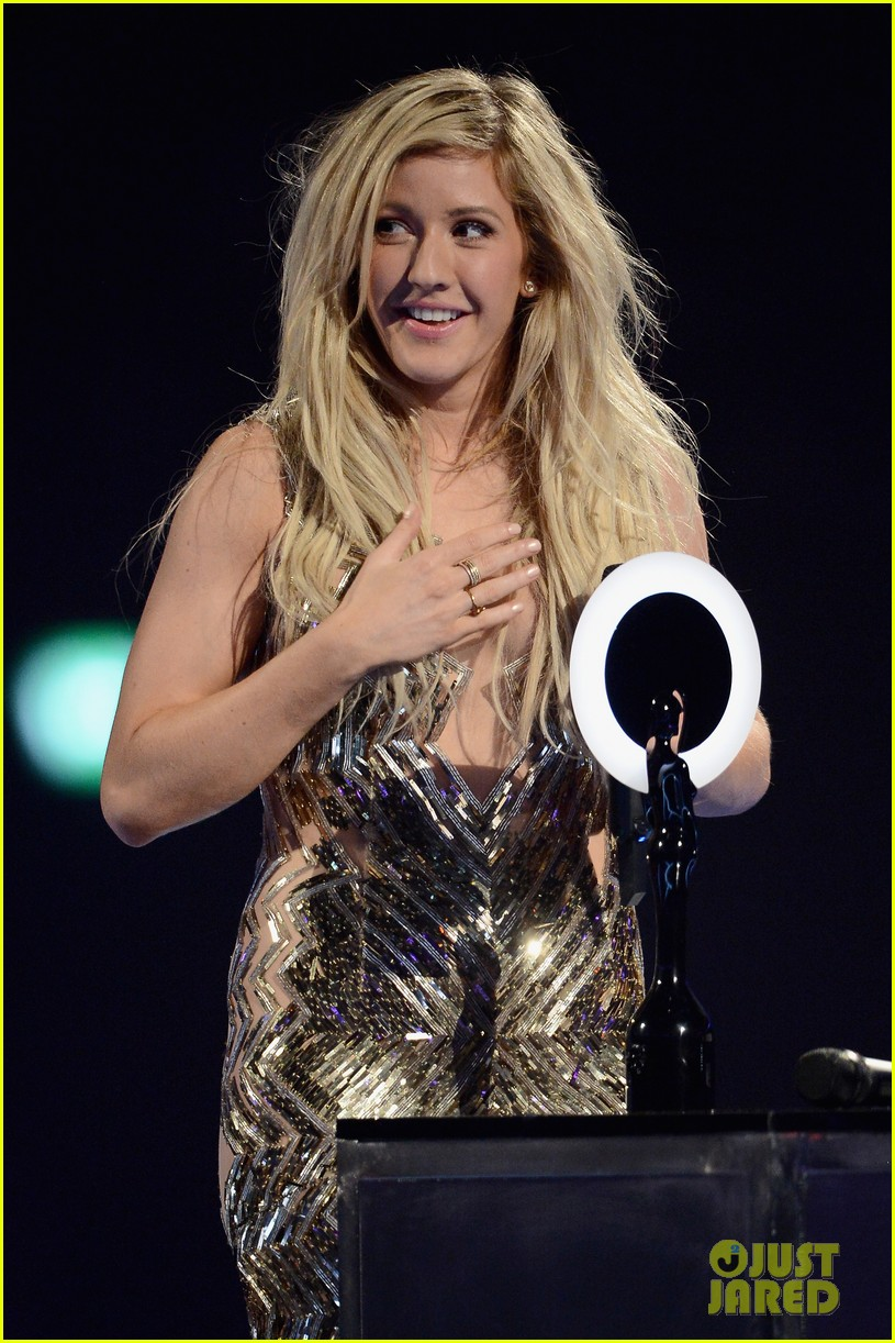 ellie goulding strips down for brit awards performance video 02