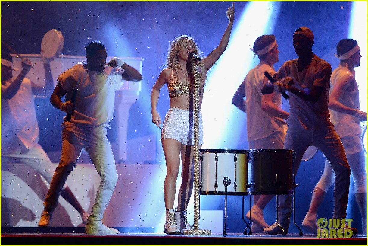 ellie goulding strips down for brit awards performance video 10