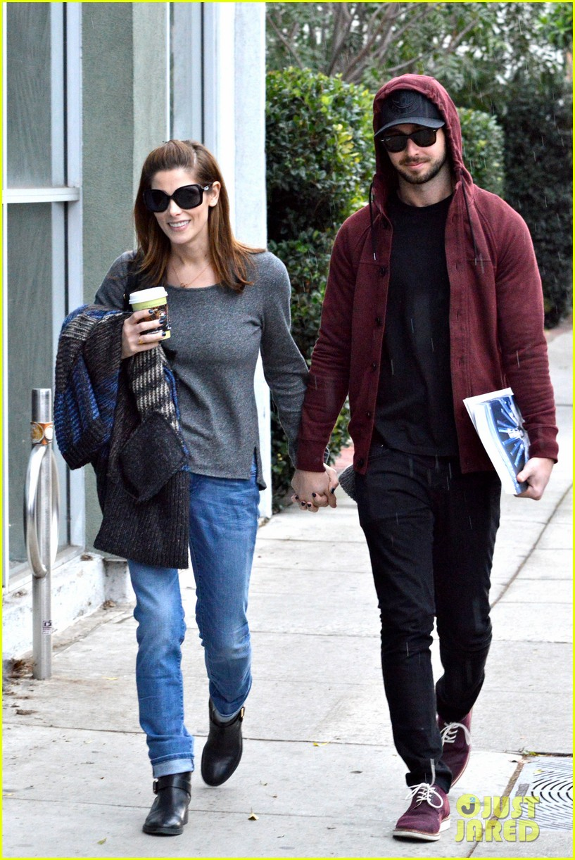ashley greene paul khoury look in love while shopping 01