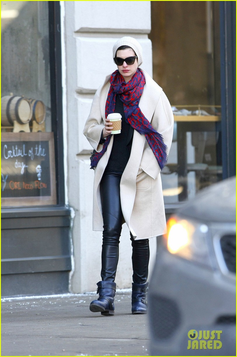 anne hathaway coffee stop after great american songbook gala 01