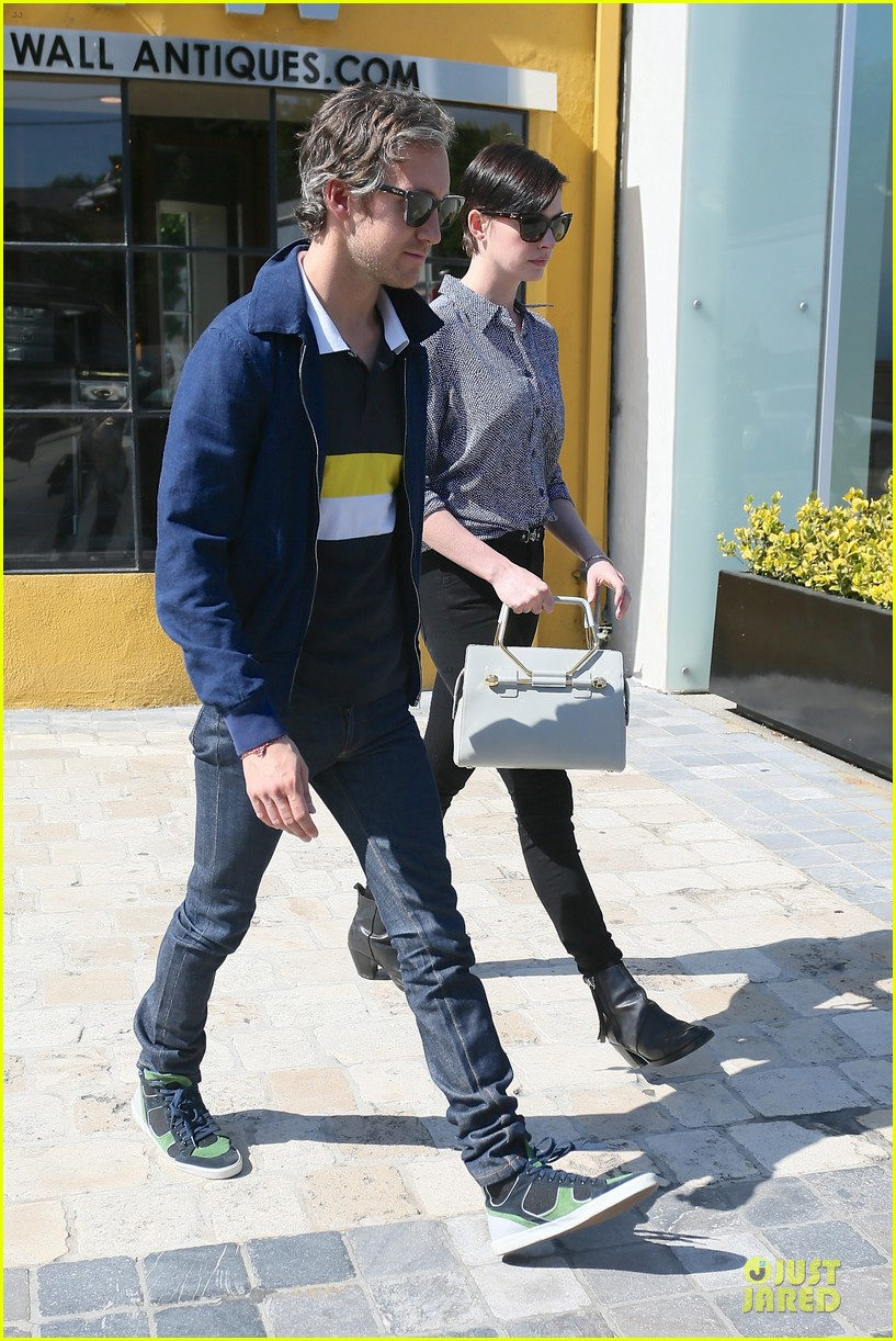 anne hathaway adam shulman west hollywood shopping duo 093058286