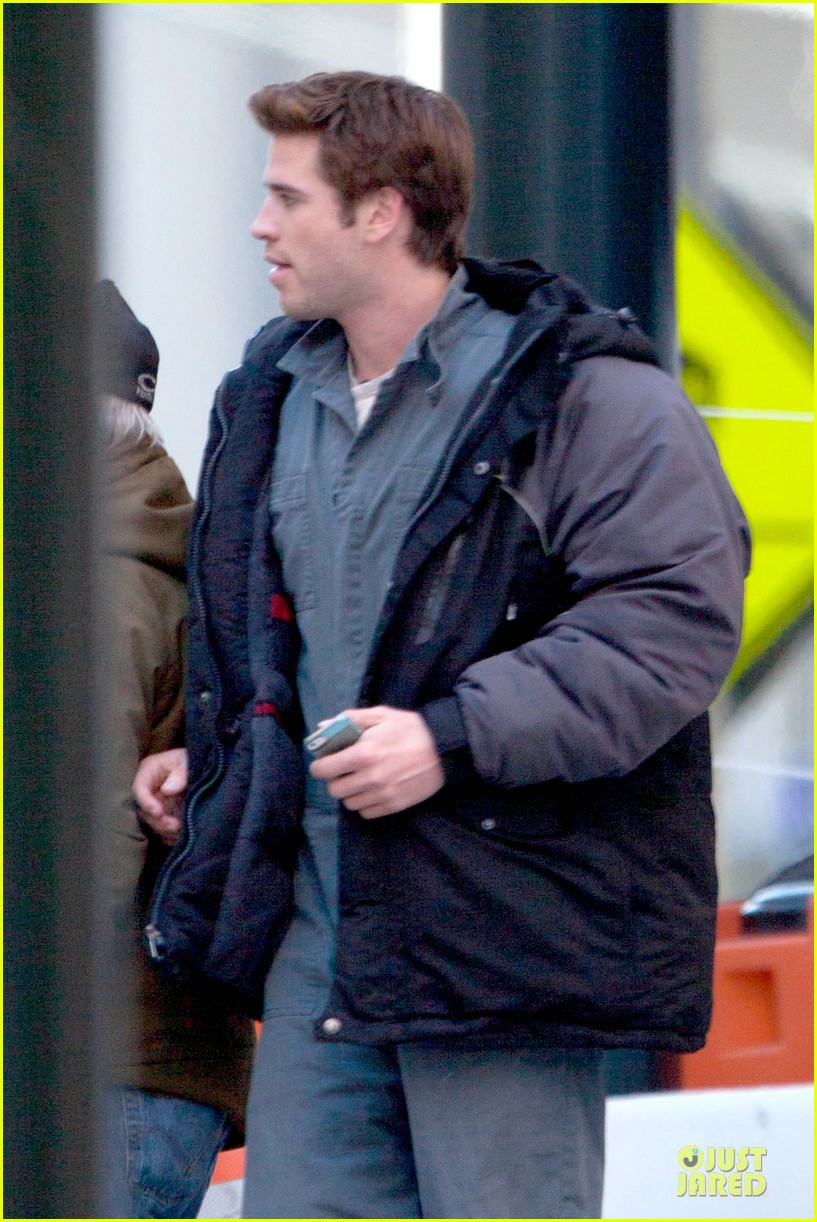 liam hemsworth sam claflin continue mockingjay filming 083045297