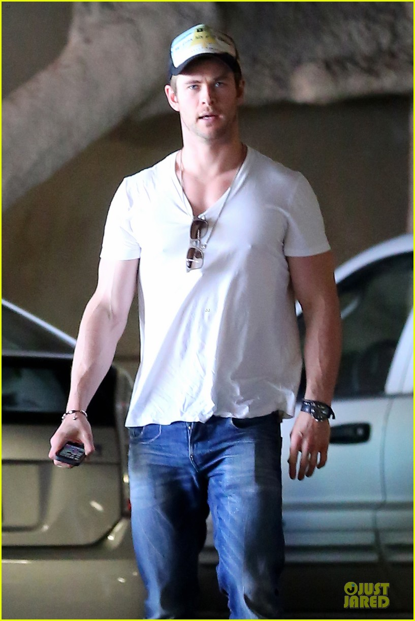 chris hemsworth shops for portable garment racks with mom leoni 023051478