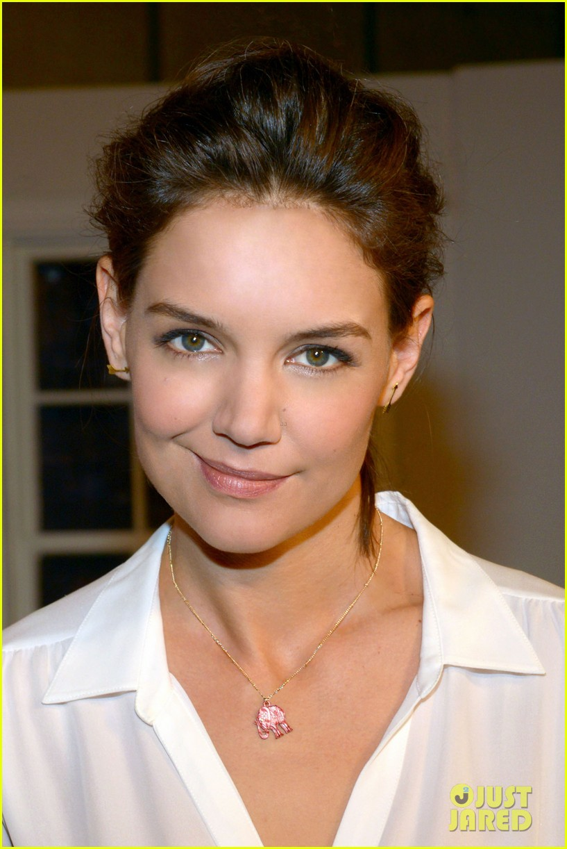 katie holmes teams up with kohl for breast cancer awareness 03