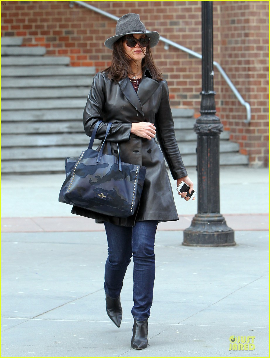 katie holmes i want to be there for suri for a long time 09