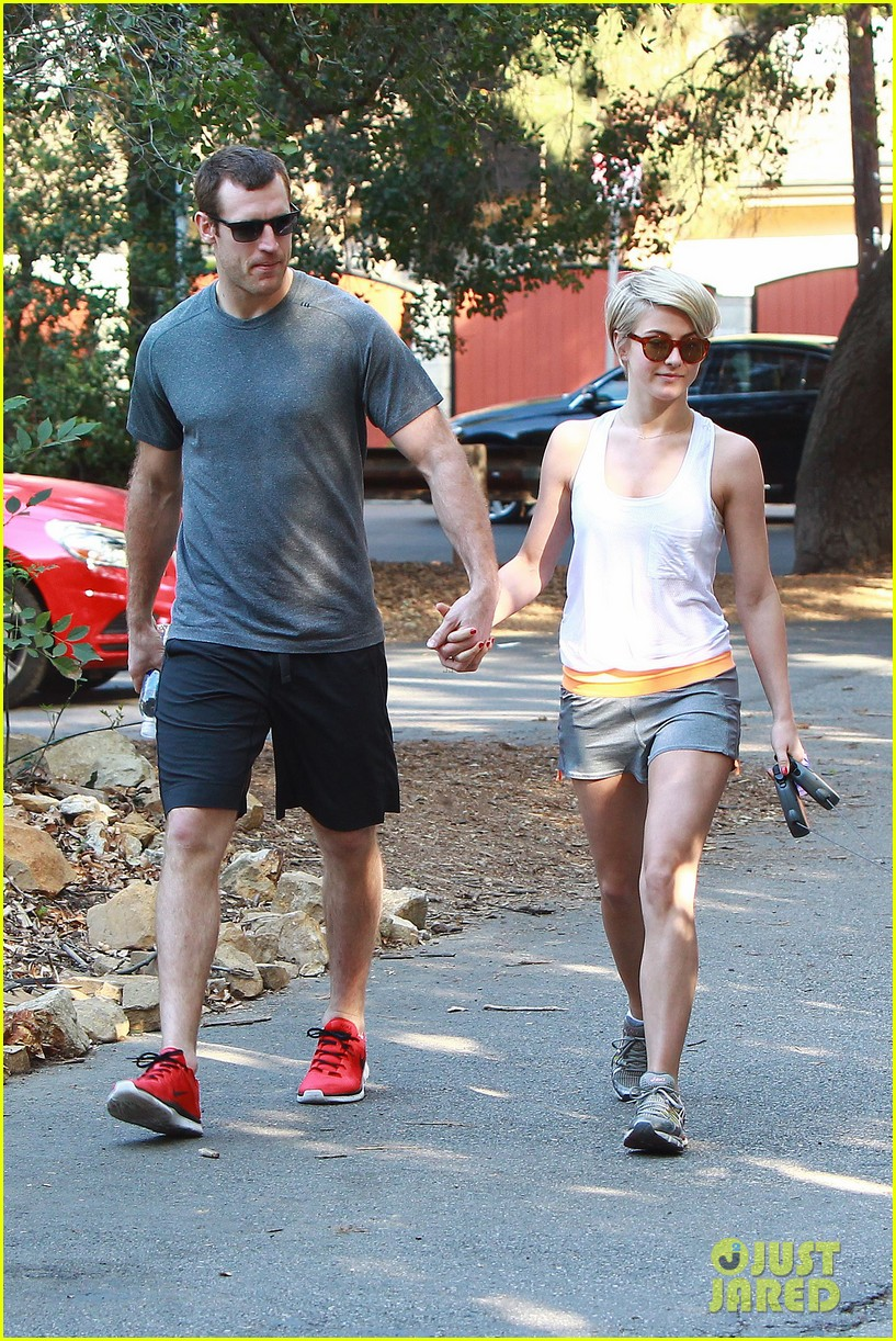 julianne hough holds hands with hockey player brooks laich 01