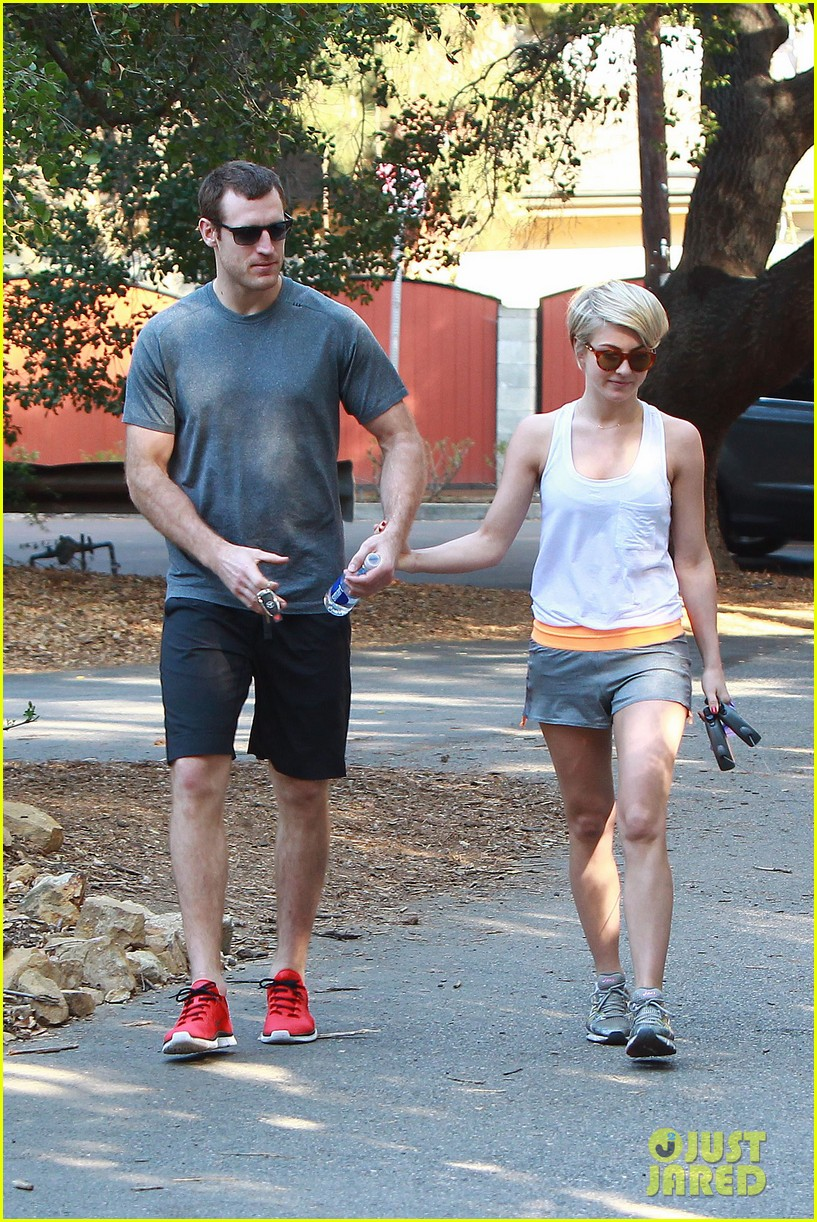 julianne hough holds hands with hockey player brooks laich 043054657