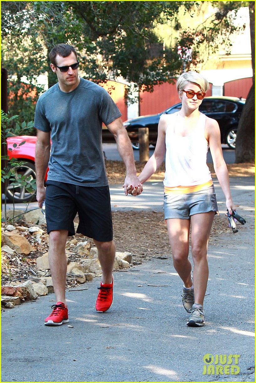 julianne hough holds hands with hockey player brooks laich 133054666