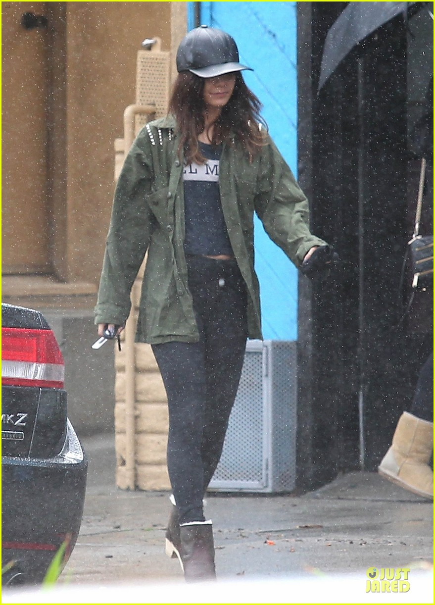 vanessa hudgens battles rain for pilates workout 013062447