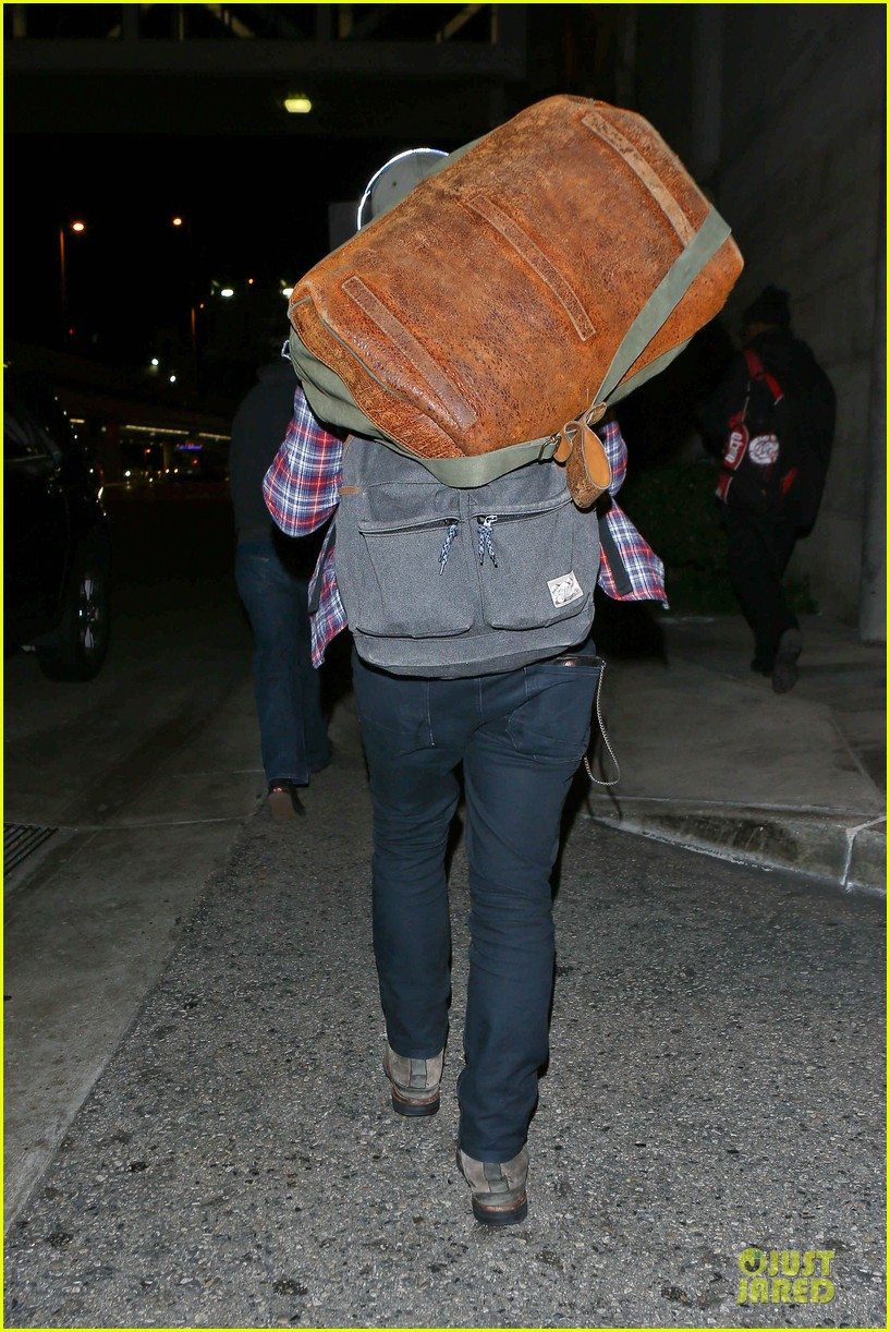 josh hutcherson shows macho strength at lax arrival 20