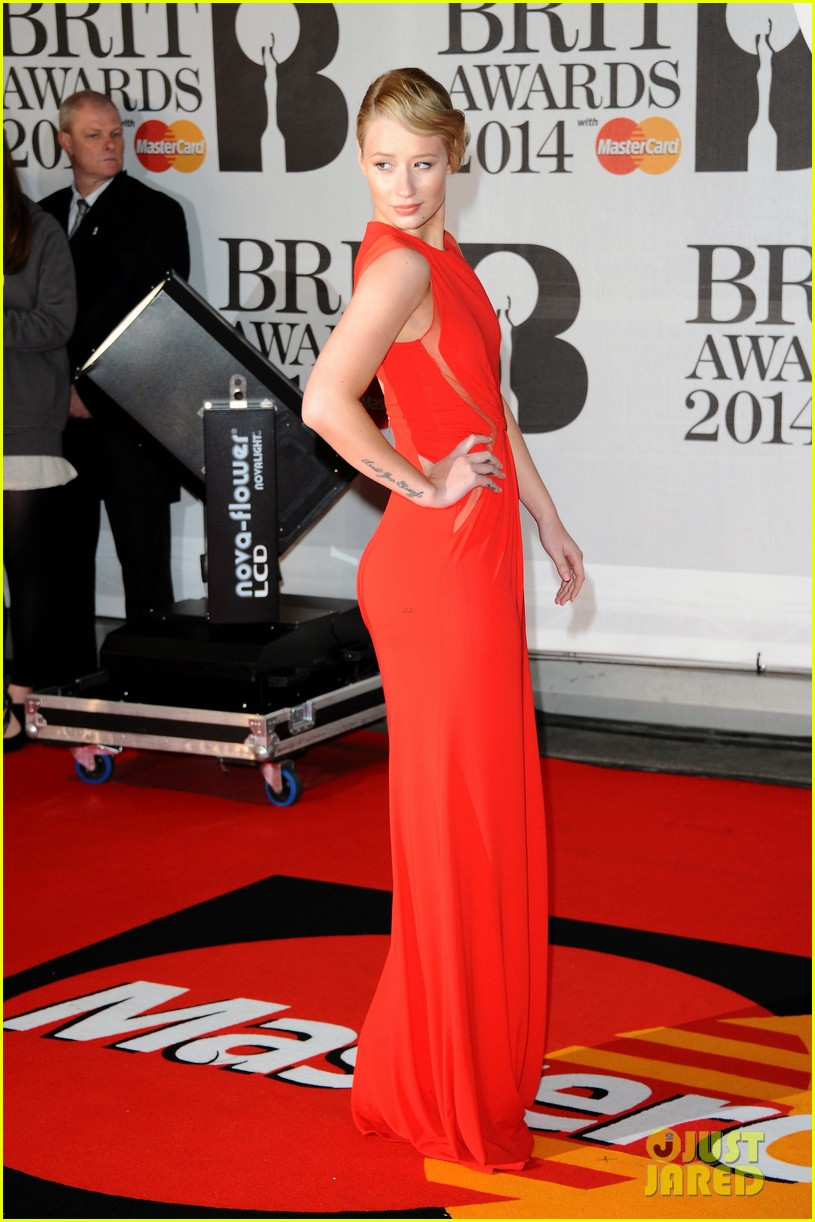 iggy azalea brit awards 2014 red carpet 02