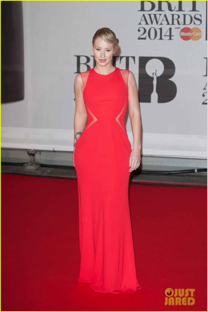 iggy azalea brit awards 2014 red carpet 03