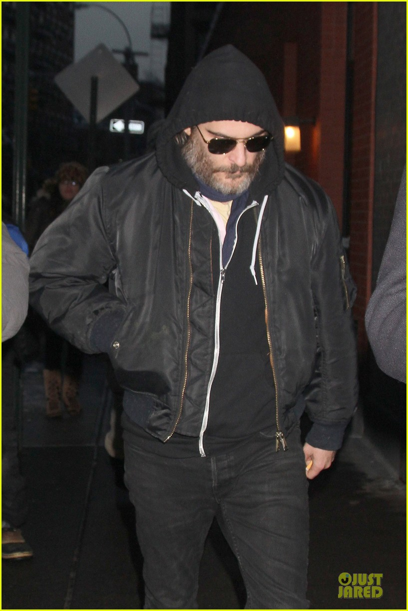 joaquin phoenix pays respects to philip seymour hoffman at mimi odonnell apartment 02