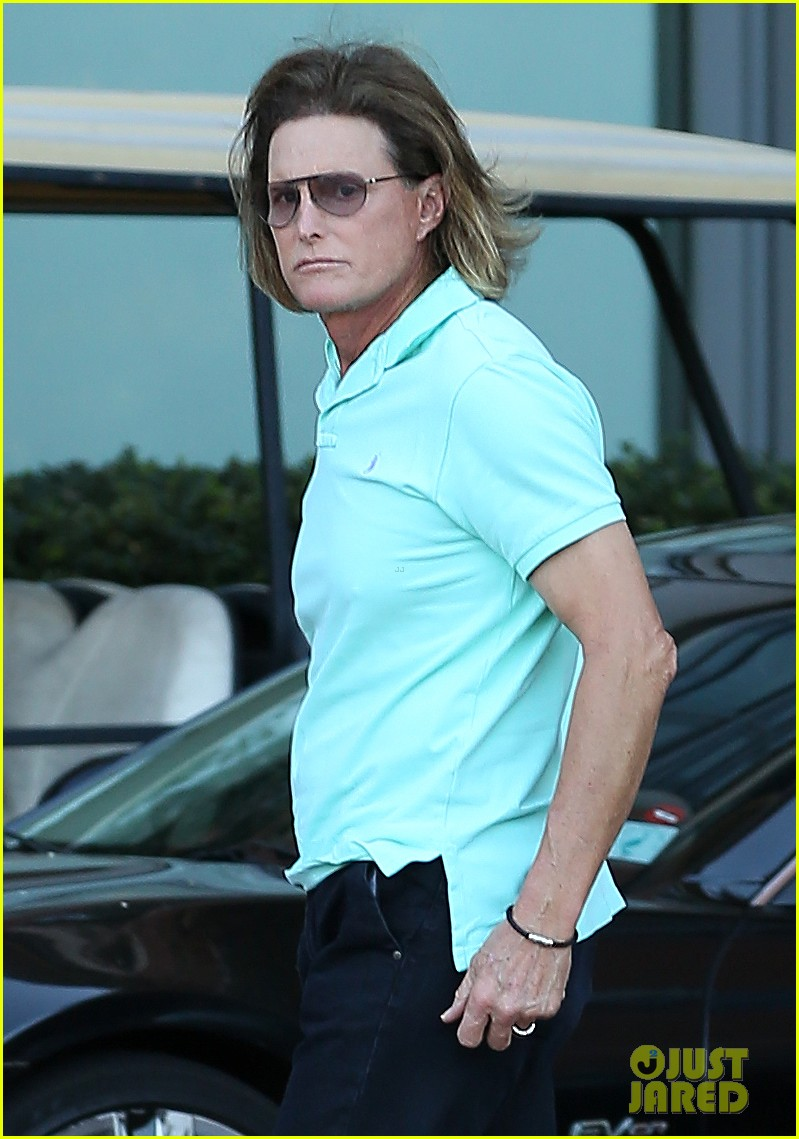bruce jenner undergoes adams apple surgery see kardashians star see first photo post surgery 013051414