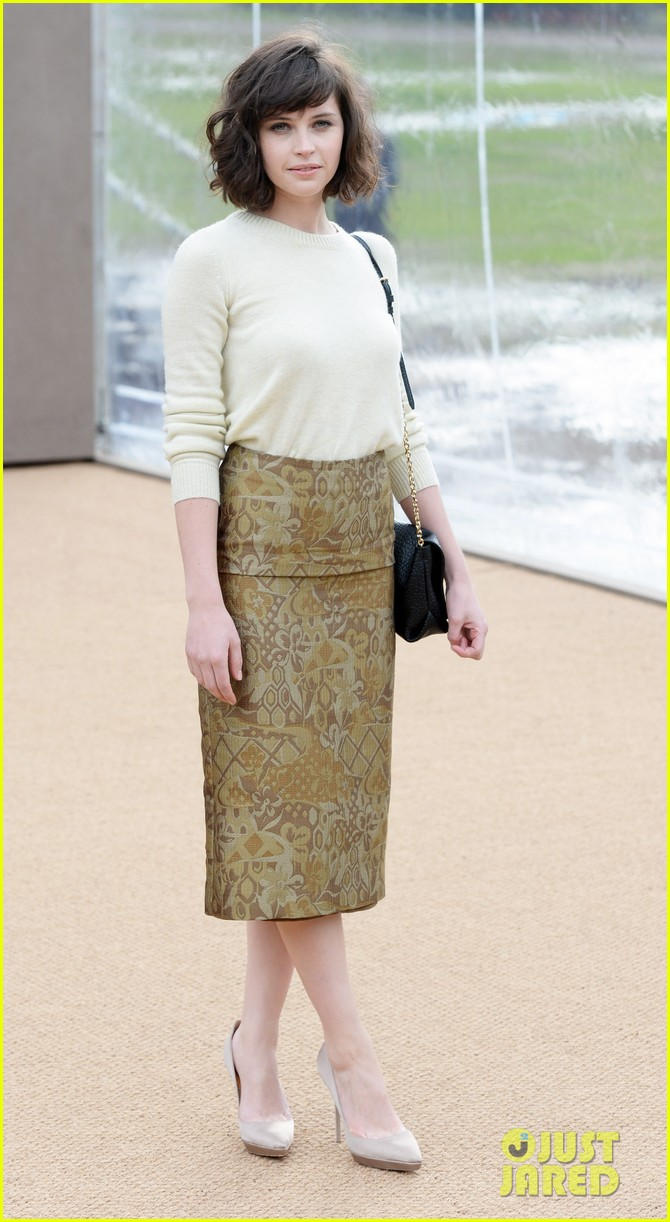 felicity jones ashley madekwe burberry prorsum show 063055118