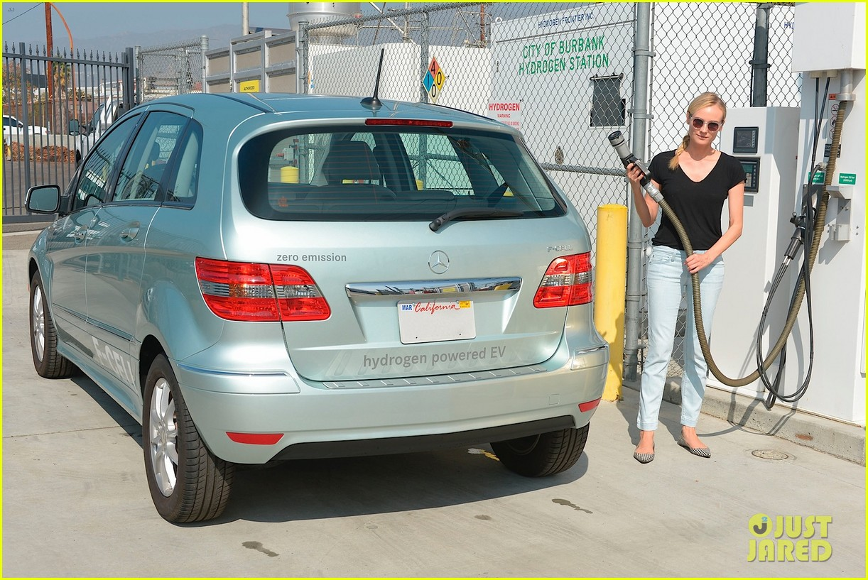 joshua jackson diane kruger survive death valley only on water emitted from their f cell car 08